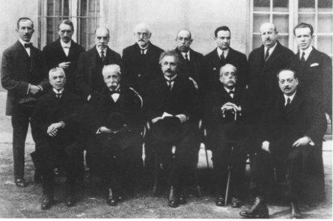 José María Plans y Freyre (segunda superior izquierda) con Einstein en su visita a Madrid (1923)
